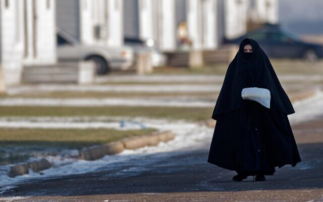 A young woman and member of the Lev Tahor community in the Canadian city of Chatham, Ontario, Nov. 29, 2013. (Rick Madonik/Toronto Star via Getty Images, JTA)