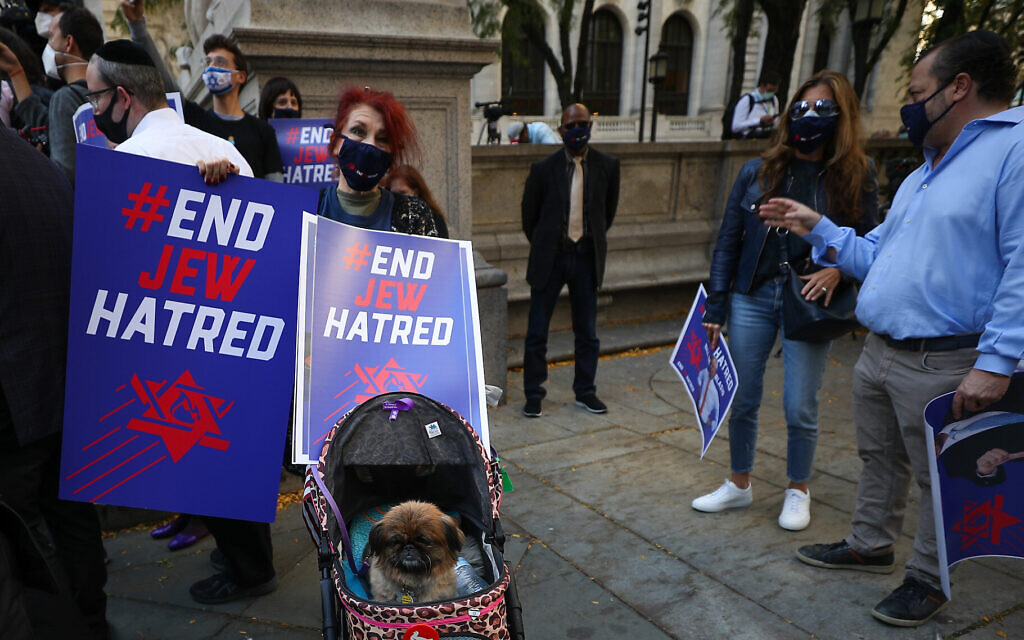 A crowd protests anti-Semitism in New York City, Oct. 15, 2020. (Tayfun Coskun/Anadolu Agency via Getty Images, via JTA)