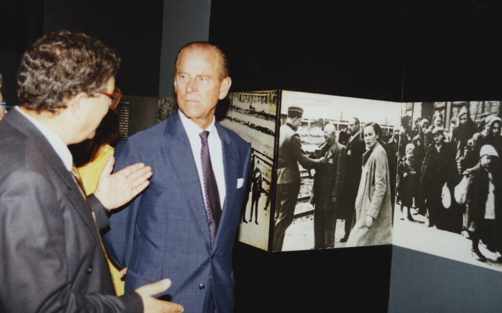 Duke of Edinburgh, Princess Sophie and Yad Vashem Chairman Avner Shalev tour the Historical Museum at Yad Vashem, October 30, 199. (Yad Vashem)