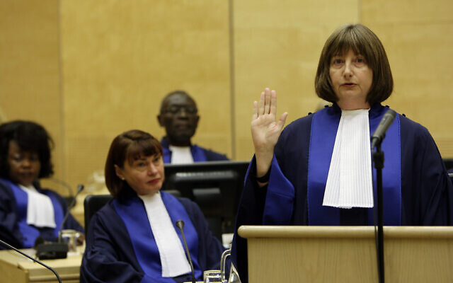 Silvia Fernandez De Gurmendi from Argentina takes the oath during a swearing-in ceremony as a new judge of the International Criminal Court (ICC), at the seat of the Court in The Hague, Netherlands, Wednesday, Jan. 20, 2010. (AP Photo/ Bas Czerwinski)