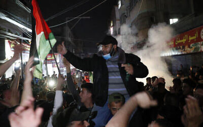Protesters chant anti-Israel slogans during a protest in solidarity with fellow Palestinian worshippers in Jerusalem, at the main street of Shati refugee camp in Gaza City, April 24, 2021. (AP Photo/Adel Hana)