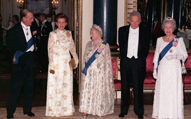 Britain's Queen Elizabeth, the Queen Mother, third from left, poses with the Duke of Edinburgh, left, Queen Elizabeth II, right,  Israeli President Ezer Weizman and his wife Reuma at a State Banquet in their honour at Buckingham Palace, London, in this February 25, 1997 file photo (AP Photo/John Stillwell/pool)