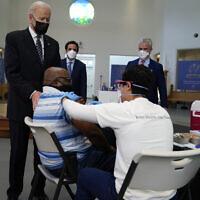 US President Joe Biden visits a vaccination site at Virginia Theological Seminary, April 6, 2021, in Alexandria, Virginia (AP Photo/Evan Vucci)