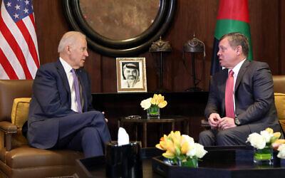 King Abdullah II of Jordan, right, meets with US Vice President Joe Biden, at the Husseiniya Palace in Amman, Jordan, March 10, 2016. (AP Photo/Raad Adayleh)