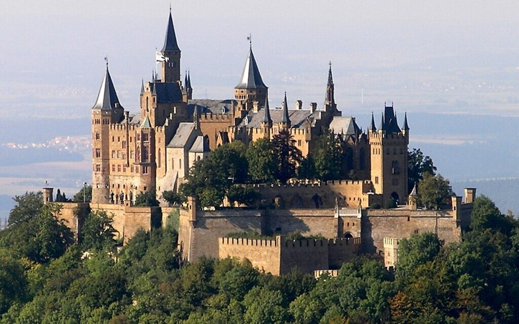 The Hohenzollern castle in Germany, photo taken in 2005. (Wikimedia Commons/ CC BY-SA-3.0/ Lukas Riebling)