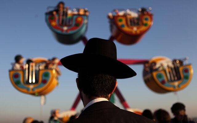 Illustrative: Ultra orthodox Jews visit an amusement park in Bnei Brak on August 08, 2012. (Yaakov Naumi/Flash90)