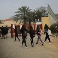 Israeli students go to school in Yad Mordechai, March 07, 2021 (Flash90)