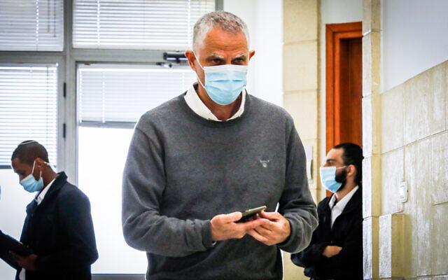 Arnon (Noni) Mozes arrives for a court hearing at Jerusalem District Court on April 5, 2021 (Oren Ben Hakoon/POOL)