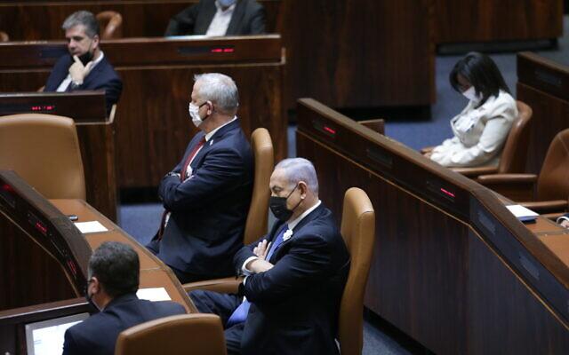 Defense Minister Benny Gantz (C-L) and Prime Minister Benjamin (C) in the Knesset, in Jerusalem, April 6, 2021. (Alex Kolomoisky/POOL/Flash90)