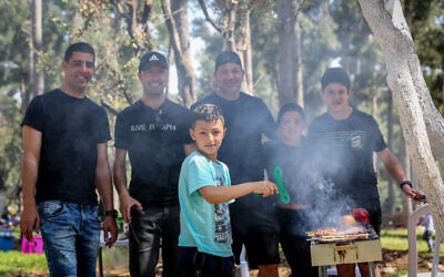Israelis barbecue during Israel's 73d Independence Day at Dalton Park in the north, on April 15, 2021. (David Cohen/Flash90)