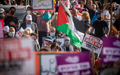 Palestinians and left-wing activists protest against the expulsion of Palestinian families from their homes in the East Jerusalem neighborhood of Sheikh Jarrah. April 16, 2021. (Yonatan Sindel/Flash90)