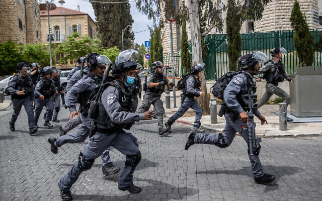Police officers during a raid in the ultra orthodox Jewish neighobrhood of Meah Shearim, Jerusalem, April 20, 2021. (Yonatan Sindel/Flash90)