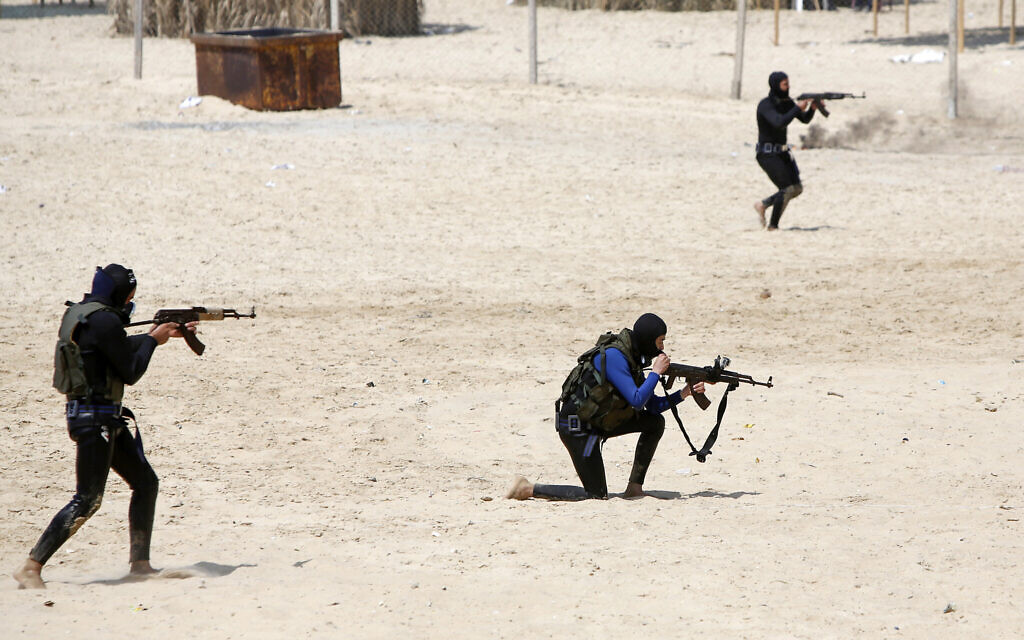 Members of the Mujahideen Brigades terror group take part in a military drill on the beach in Gaza City, on April 24, 2021. (Atia Mohammed/Flash90)