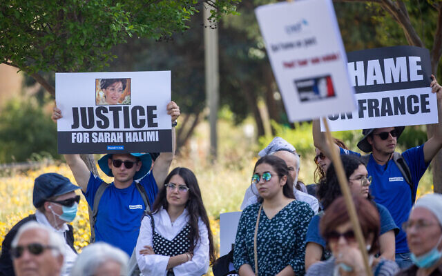 Members of the French community gather in Jerusalem demanding justice from the French government for late Sarah Halimi who was murdered by her neighbor in her apartment in Paris in 2017, seen on April 25, 2021. (Yonatan Sindel/Flash90)