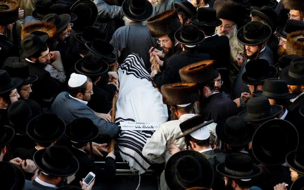 Hundreds attend the Jerusalem funeral of David Krauss in Jerusalem, one of the victims of the Meron tragedy, April 30, 2021 (Olivier Fitoussi/Flash90)