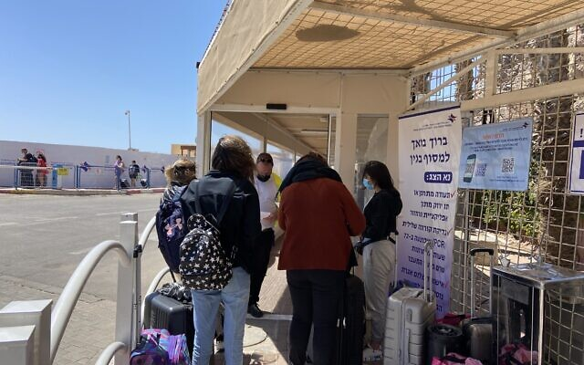 Israelis wait in line at the Taba border crossing on April 4, 2021. (Jacob Magid/Times of Israel)