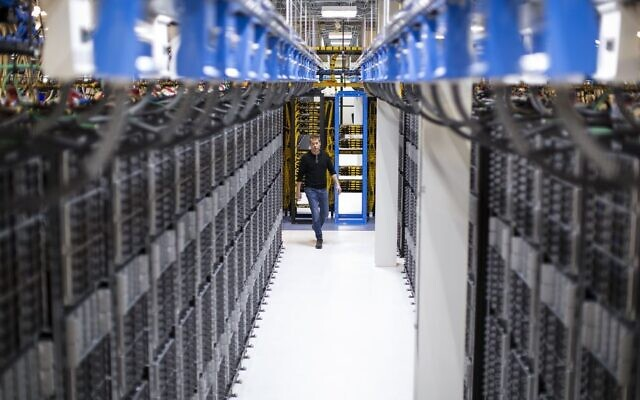 An illustrative image of a Microsoft data center (Courtesy)