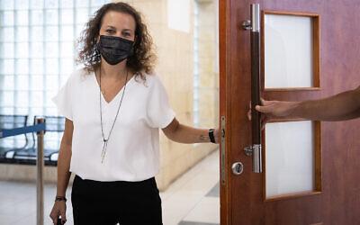Prosecutor Yehudit Tirosh arrives at court in Jerusalem for a hearing in the case against Prime Minister Benjamin Netanyahu, April 7, 2021. (Yonatan Sindel/ Flash90)