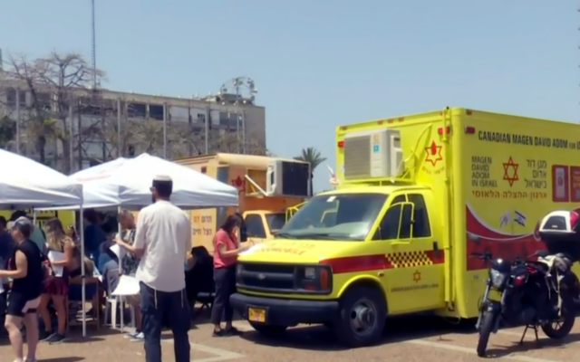 Hundreds of Israelis line up to donate blood following the deadly Mt Meron crush, on April 30, 2021. (Screenshot: Channel 12)