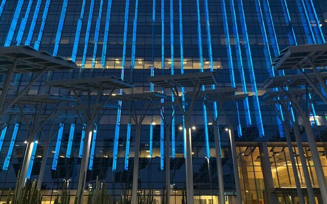Las Vegas city hall lights up in blue and white in honor of Israel's Independence Day on April 14, 2021. (Foreign Ministry)