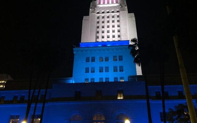 Los Angelos city hall lights up in blue and white in honor of Israel's Independence Day on April 14, 2021. (Foreign Ministry)
