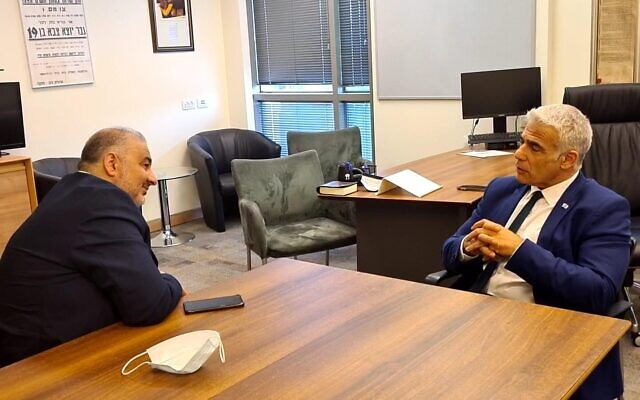 Mansour Abbas of Ra'am (left) meets with Yair Lapid of Yesh Atid, April 19, 2021 (Courtesy)