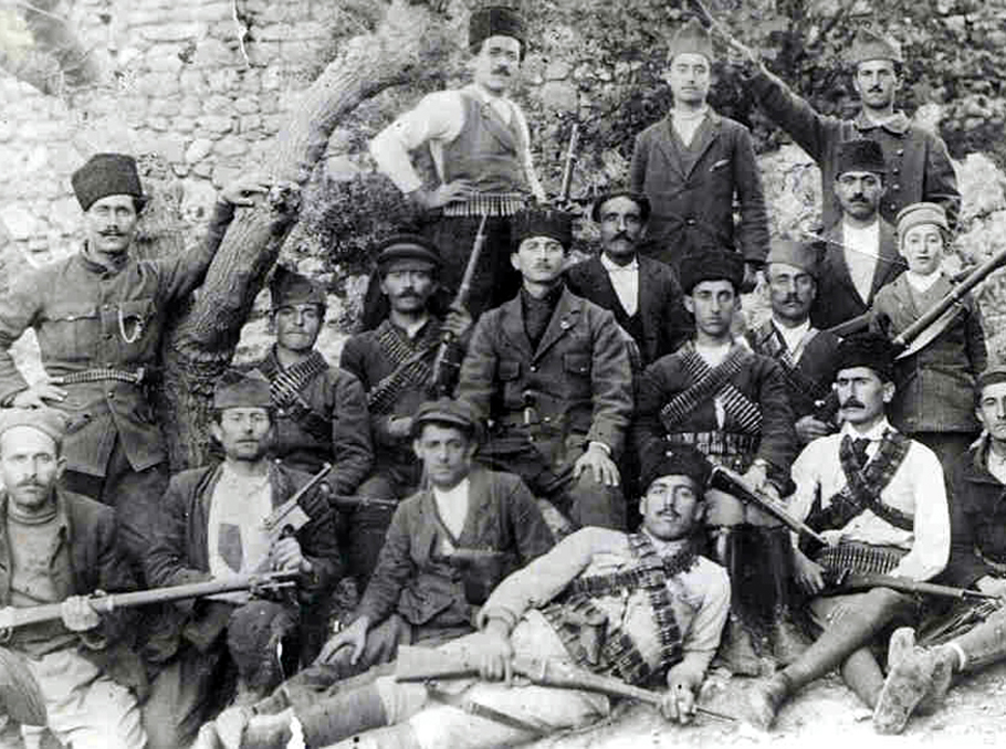Some of the 250 Armenians who took up arms against Turkish forced on Musa Dagh in 1915 (public domain)