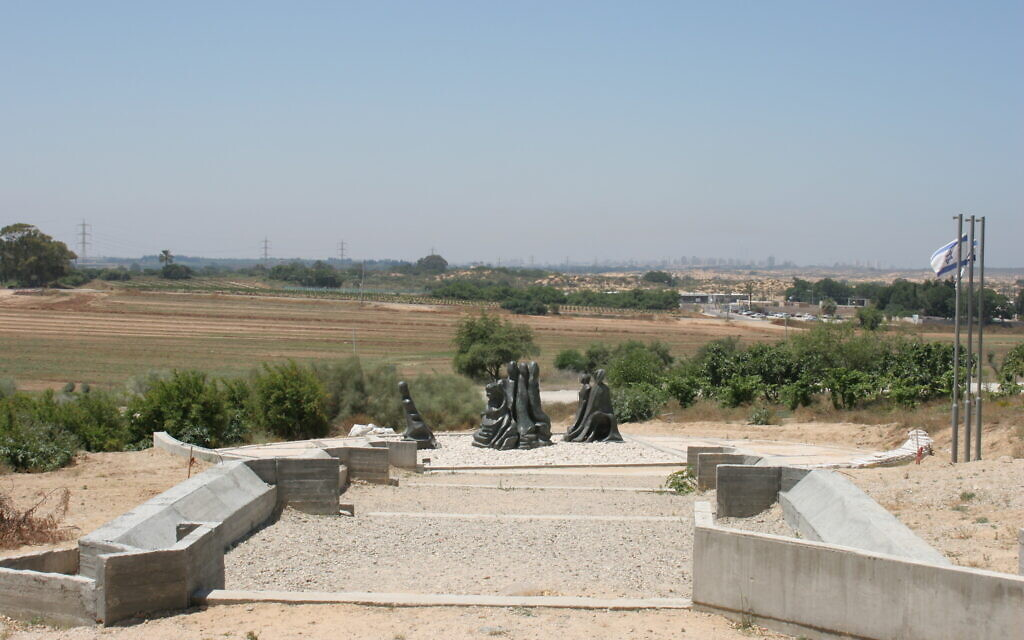 The memorial to women fighters of Israel's War of Independence at Kibbutz Nitzanim, northeast of Ashkelon. (Shmuel Bar-Am)