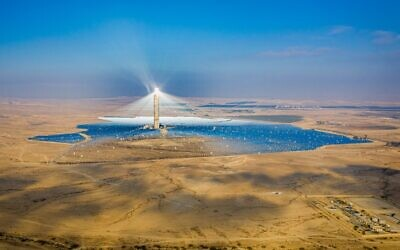 View of the Ashalim solar power station in the Negev desert, southern Israel, on August 21, 2020 (Yonatan Sindel/Flash90)