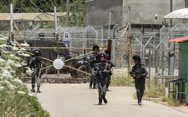 Members of the Israeli security forces are on alert at the entance of the Salem base near the West Bank town of Jenin, following an attack by Palestinians, on May 7, 2021. (JAAFAR ASHTIYEH / AFP)