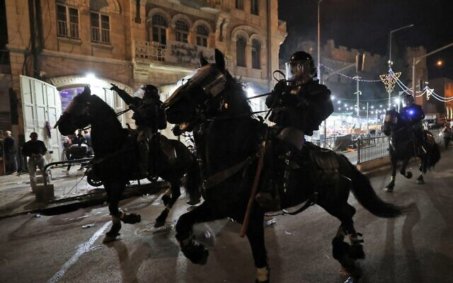 Israeli mounted police deploy to disperse Palestinian protesters outside the Damascus Gate in Jerusalem's Old City on May 8, 2021. (EMMANUEL DUNAND / AFP)