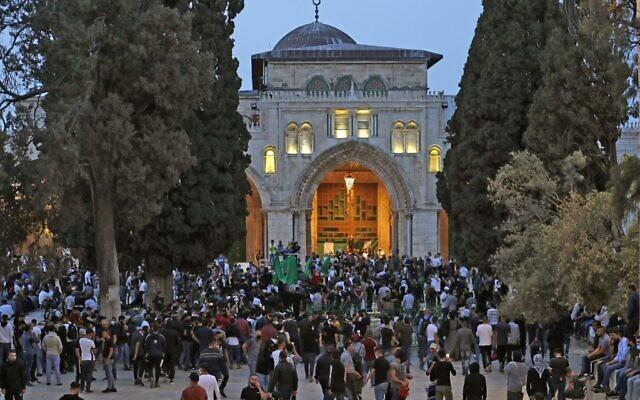Palestinian gather at Jerusalem's Temple Mount compound on Jerusalem Day, May 10, 2021. (Photo by Ahmad GHARABLI / AFP)