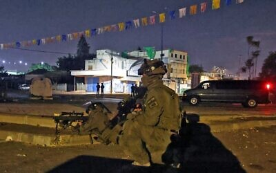 Israeli special forces gather in the mixed Jewish-Arab city of Lod on May 13, 2021. (Ahmad Gharabli/AFP)