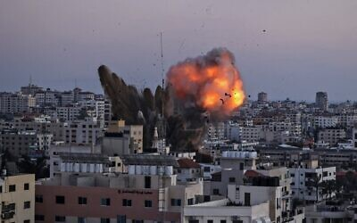 Smoke billows after an Israeli airstrike on Gaza City targeted the Ansar compound, linked to the Hamas movement, in the Gaza Strip on May 14, 2021. (MAHMUD HAMS / AFP)