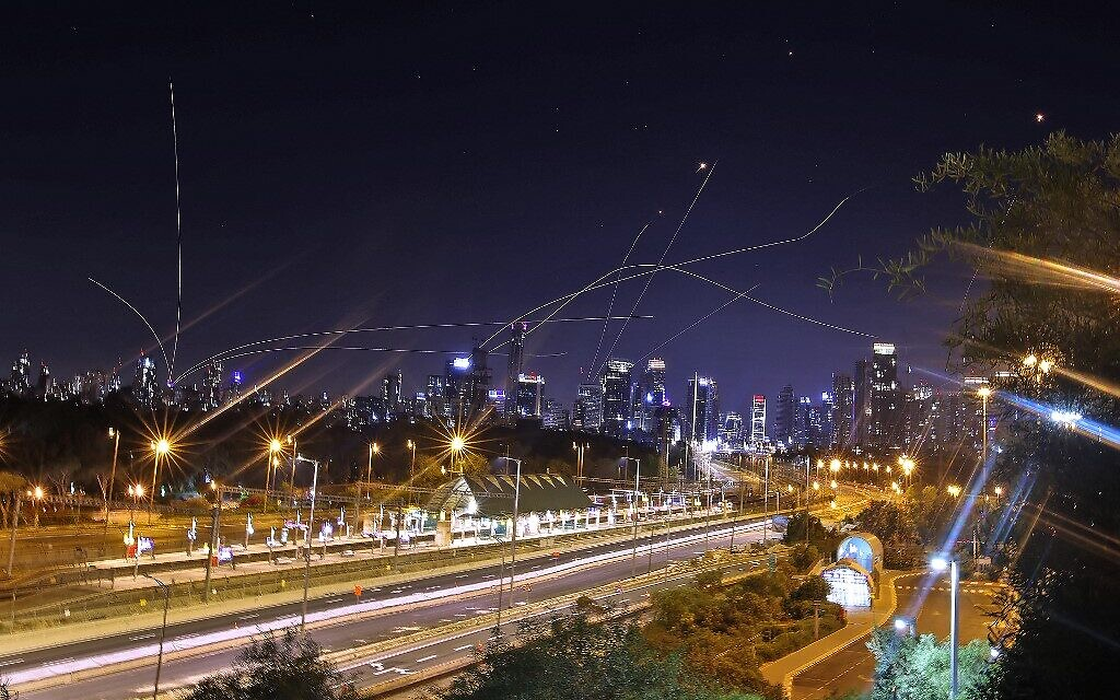Israel's Iron Dome air defense system intercepts rockets above the coastal city of Tel Aviv on May 15, 2021, following their launching from the Gaza Strip (Ahmad Gharabli / AFP)