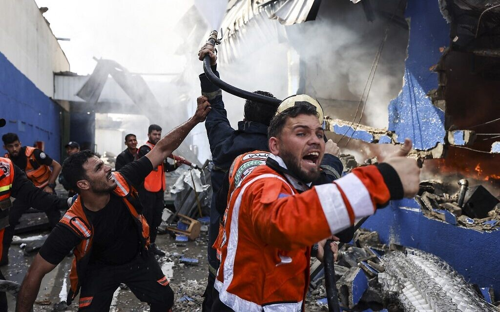 Palestinian firefighters douse a huge fire at the Foamco mattress factory east of Jabalia in the northern Gaza Strip, on May 17, 2021. (MAHMUD HAMS / AFP)