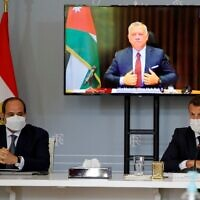French President Emanuel Macron (R) and Egyptian President Abdel-Fattah el-Sissi attend a video conference with Jordan's King Abdullah II (on screen) to work on a concrete proposal for a ceasefire and a possible path to discussions between Israel and the Palestinians at the Elysee Palace in Paris, on May 18, 2021. (SARAH MEYSSONNIER / POOL / AFP)