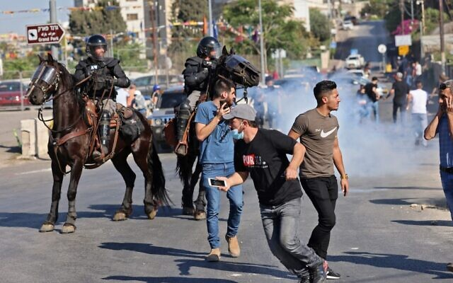 File: Israeli security forces on horseback disperse Palestinian demonstrators during protests against Israel at the flashpoint Sheikh Jarrah neighborhood in East Jerusalem, on May 18, 2021 (EMMANUEL DUNAND / AFP)