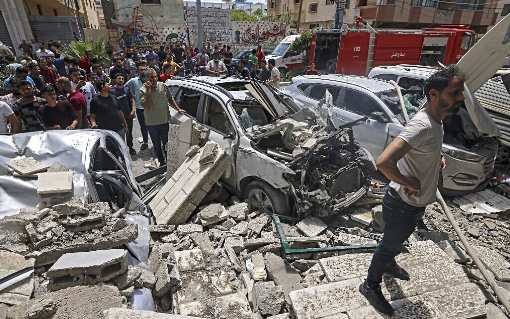 Palestinians inspect a site hit during an Israeli airstrike in Gaza City on May 20, 2021 following rocket fire from the Strip toward Israel (MAHMUD HAMS / AFP)