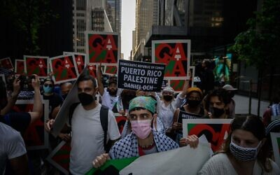 Protesters attend a Palestine solidarity rally against board members of the Museum of Modern Art (MOMA) who they accuse of supporting Israeli military efforts, outside MoMA in Manhattan, New York on May 21, 2021 (Ed JONES / AFP)