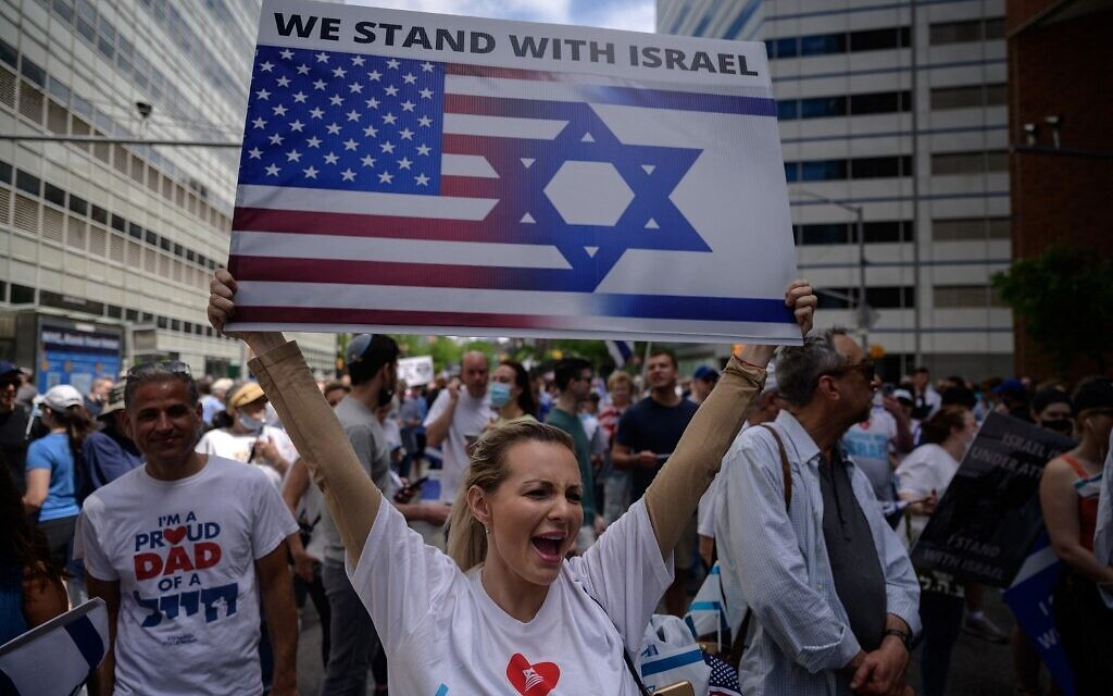 Illustrative: Pro-Israel demonstrators attend a rally denouncing antisemitism and antisemitic attacks, in lower Manhattan, New York on May 23, 2021. (Ed JONES / AFP)