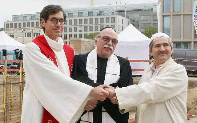 (L to R) Pastor Gregor Hohberg, Rabbi Andreas Nachama and Imam Kadir Sanci pose during the groundbreaking ceremony of the multi-religion building 'House Of One' on May 27, 2021 (Photo by Wolfgang Kumm / dpa / AFP)