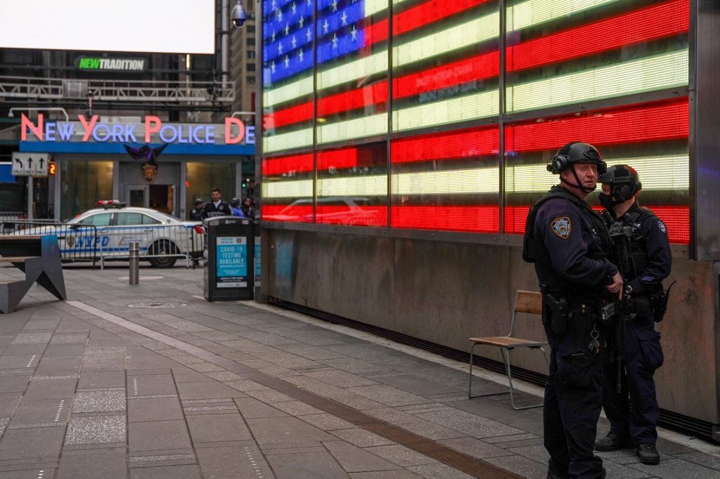 Child, 4, among three innocent bystanders shot in New York's Times Square