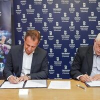 Technion President Professor Uri Sivan, right, and Ziv Belfer, Divisional Vice President of Global Research and Development and General Manager, PTC, sign accord for R&D center; April 26, 2021 (Nitzan Zohar, Technion Spokesperson's Office)