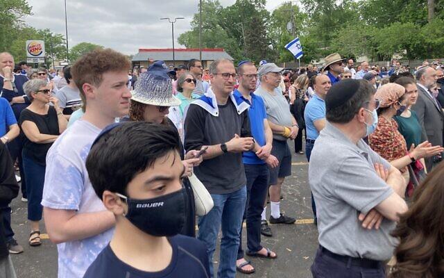 Hundreds gather in Skokie, Illinois, in a demonstration against antisemitism, May 23, 2021. (Yvette Alt Miller)