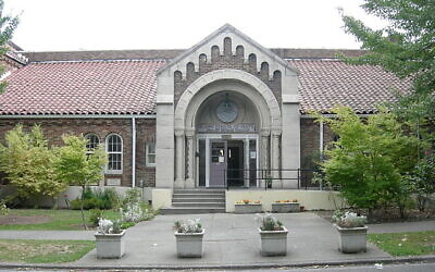 The Islamic School of Seattle in 2007. Community figures hope to turn the property into a multifaith cultural center. (Photo: Joe Mabel/Wikimedia Commons/ via JTA)