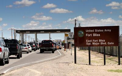 Cars wait to enter Fort Bliss in El Paso, Texas, September 9, 2014. (Juan Carlos Llorca/AP)