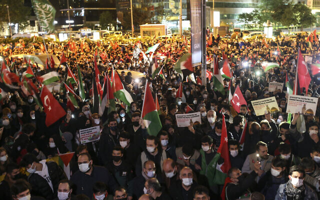Protesters from IHH, a Turkish pro-Islamic organization hold a rally outside Israel's consulate in Istanbul, late Sunday, May 9, 2021, in support of Palestinians in the latest round of violence in Jerusalem.  (AP Photo/Emrah Gurel)
