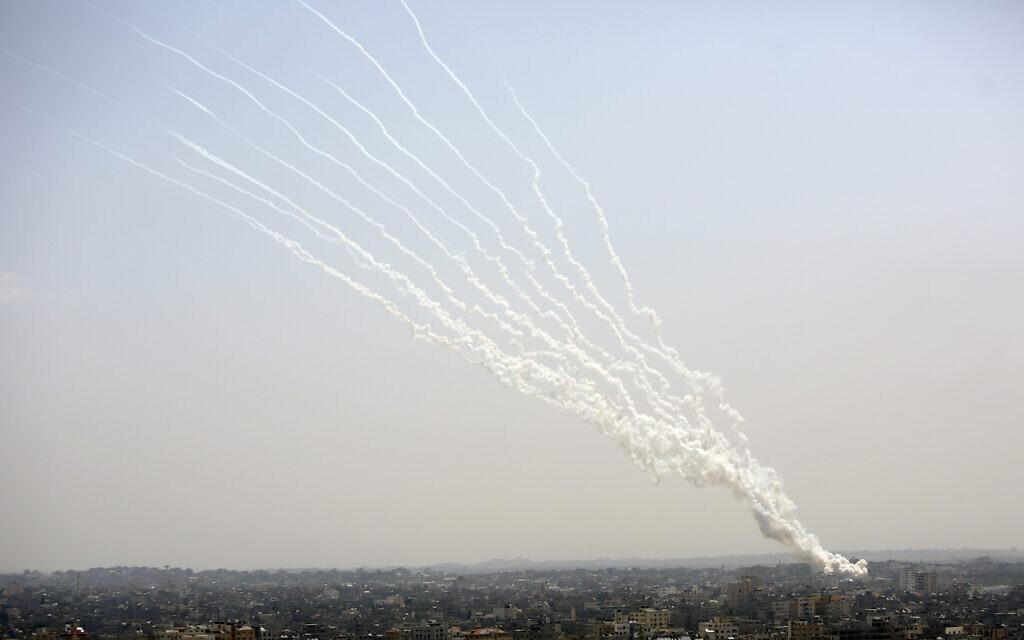 Gazze Şeridi'nden İsrail'e roketler fırlatıldı, 11 Mayıs 2021. (AP Photo / Hatem Moussa)