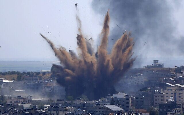 Smoke rises following Israeli airstrikes on a building in Gaza City, Thursday, May 13, 2021 (AP Photo/Hatem Moussa)